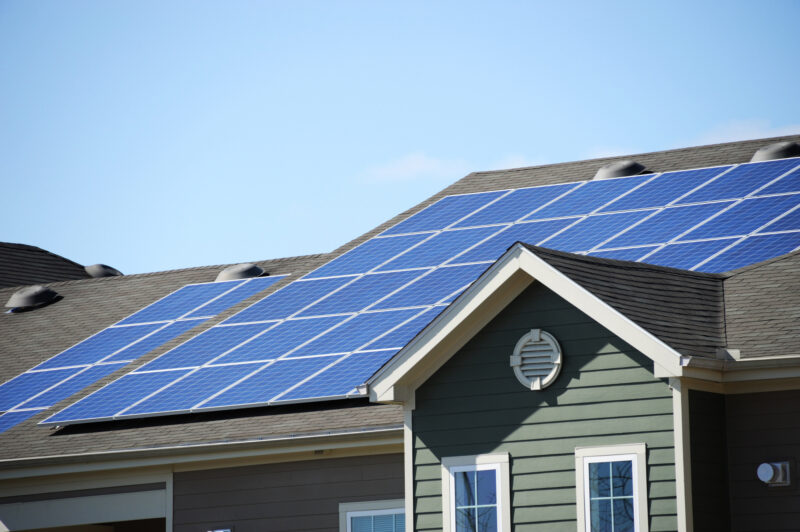 Are you interested in learning how you can save some money by switching to solar power? Here are 6 tax credits for solar powered homes.